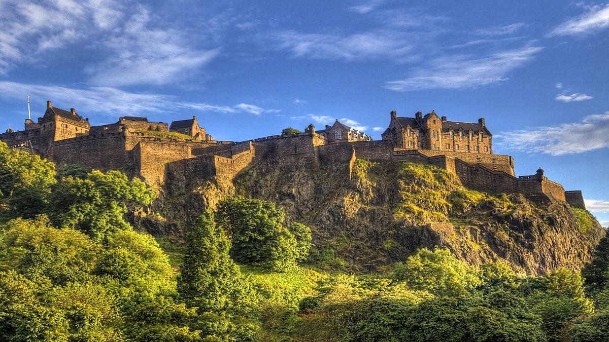 Taxi cab Service for Edinborough castle tour