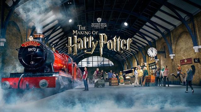 London Taxi transfers to Warner Bros. Studio